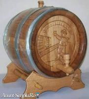 Butoaie din lemn, candelabru rustic, minibar, ciupercute