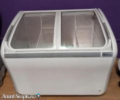 Lada frigorifica cu geamuri curbate Gram